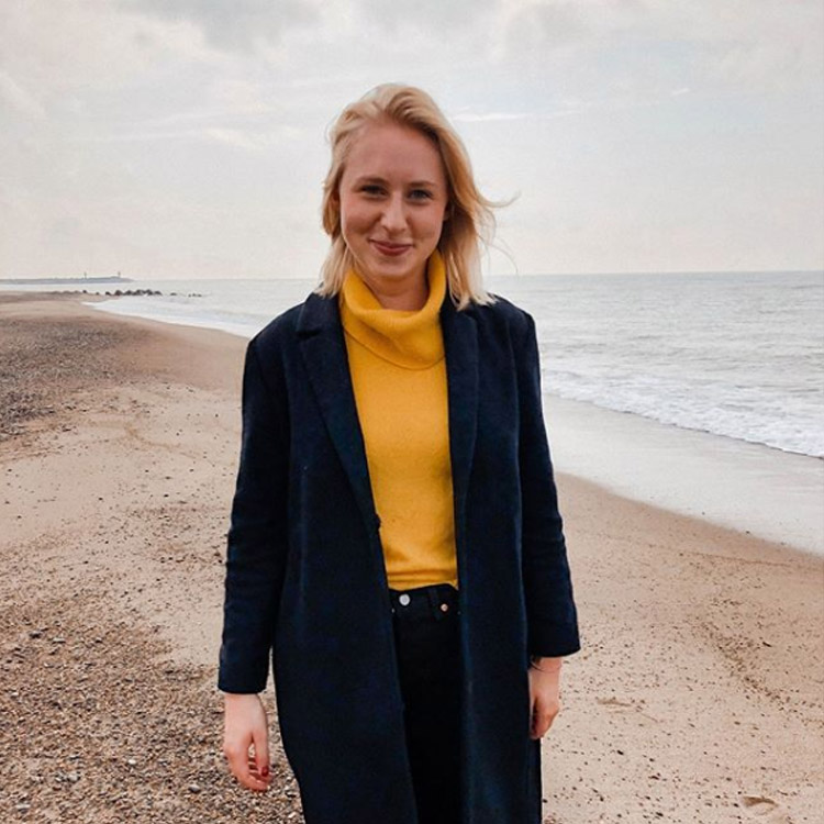 Caroline Preuss am Strand